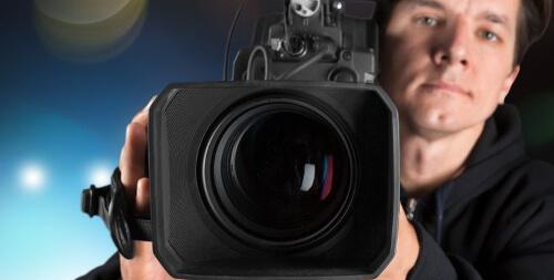 Kameramann med videokamera.