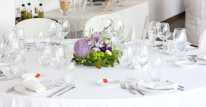 Dekket bord i et bryllup.