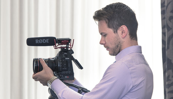 En videograf som filmer.