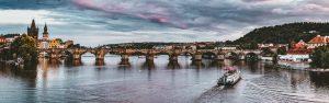 Karlsbroen i Praha. (Karlův most)