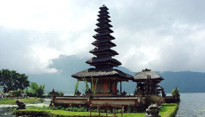 Hinduistisk tempel i Bali, Indonesia.